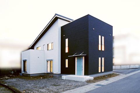 白黒の配色のモダンなデザイン住宅