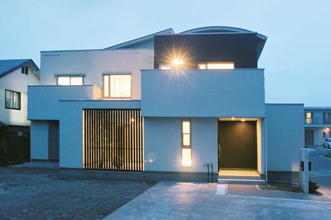 光と風が調和した中庭のある住宅