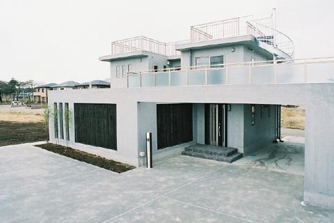 コンクリートの質感を生かした住宅