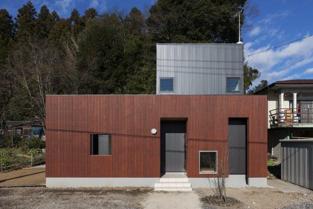 「内」と「外」を隔てる壁の家